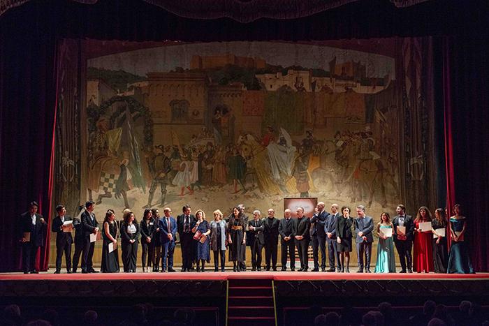 Foto finale giuria-finalisti Concorso Lirico 2019-vivilanotizia